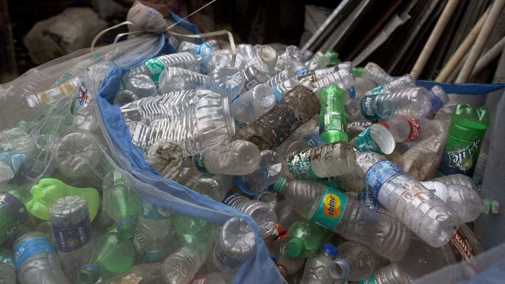 """Έκθεση αποκαλύπτει ότι """"μία χούφτα"""" εταιρείες φταίνε για τη ρύπανση πλαστικών"""
