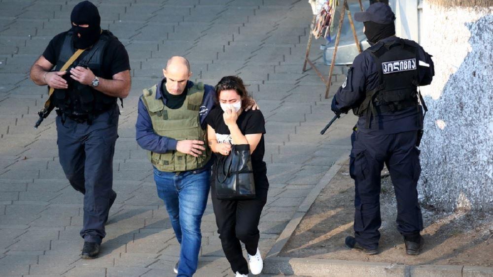 Γεωργία: Ένοπλος κρατά τουλάχιστον 17 ομήρους μέσα σε τράπεζα