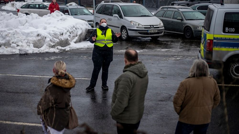 Τσεχία: Ουρές στα σύνορα με Γερμανία λόγω των νέων αυστηρότερων μέτρων κατά του κορονοϊού