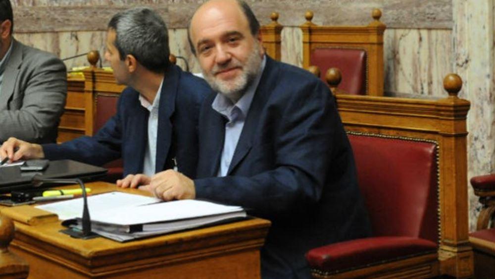 Αλεξιάδης: Διαψεύδει τα περί επιβολής αναδρομικού φόρου στα εισοδήματα του 2015