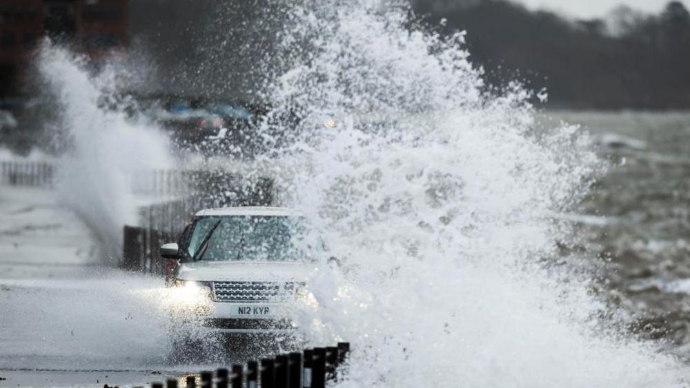 """Γαλλία: Η καταιγίδα """"Αμελί"""" σαρώνει τη χώρα"""