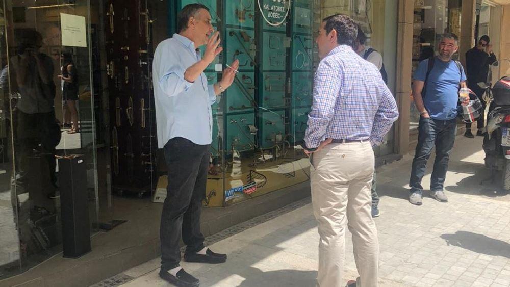 Επαφές Τσίπρα με καταστηματάρχες και εργαζόμενους στο κέντρο της Αθήνας