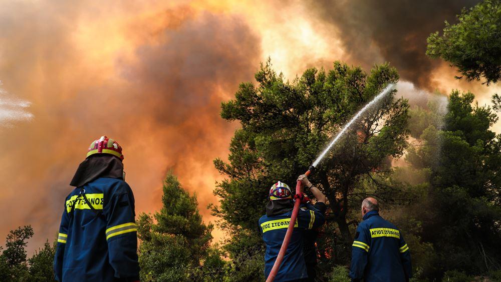 Τεράστιο το μέτωπο στη Β. Αττική: Στα πρώτα σπίτια της Δροσοπηγής οι φλόγες