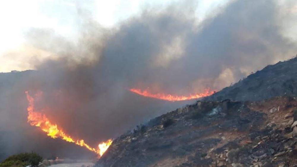 Άνδρος: Ξέσπασαν ταυτόχρονα δύο φωτιές στο νησί