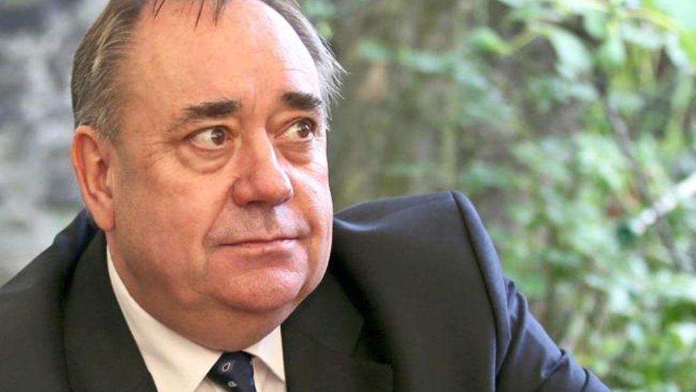Σκωτία: Αποχώρησε από το κυβερνών κόμμα και άρχισε... μηνύσεις ο πρώην πρωθυπουργός Σάλμοντ