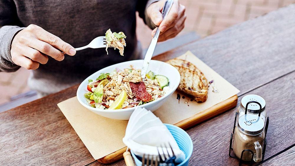 6 έξυπνα τρικ για να τρώτε λιγότερο!
