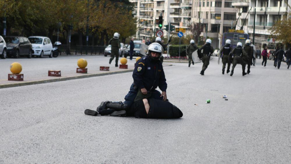 Ένταση στην Ευελπίδων για τους συλληφθέντες στο Κουκάκι