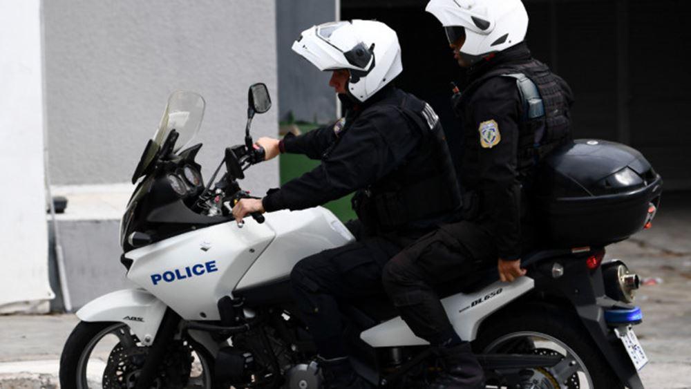 Επίθεση σε αστυνομικούς στα Εξάρχεια με έναν τραυματία