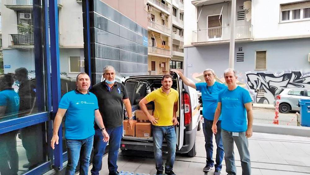 Οι εθελοντές της ΑΧΑ στηρίζουν ευάλωτες οικογένειες κι άστεγους