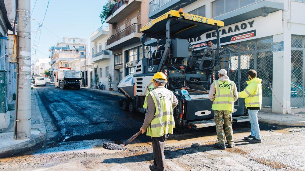 Δήμος Αθηναίων: Ασφαλτοστρώθηκαν οι πρώτοι 78 δρόμοι στις γειτονιές της Αθήνας