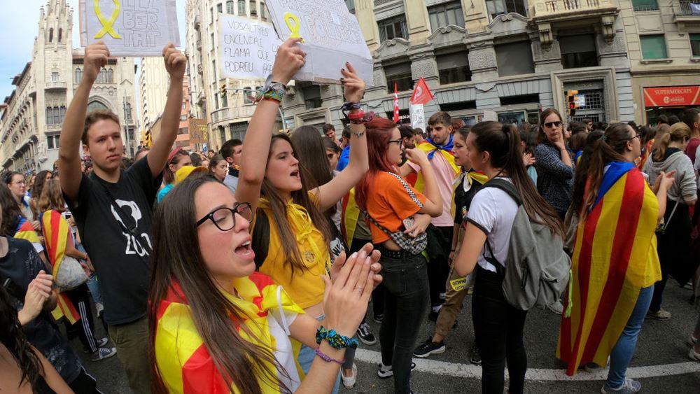 Ισπανία: Ο ηγέτης της Καταλονίας ζητεί συνομιλίες με την κεντρική κυβέρνηση