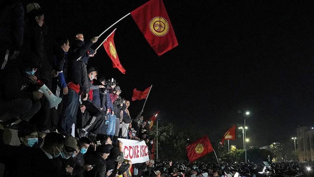 Κιργιστάν: Ο πρόεδρος Ζεενμπέκοφ δήλωσε έτοιμος να παραιτηθεί προκειμένου να τερματιστεί η κρίση