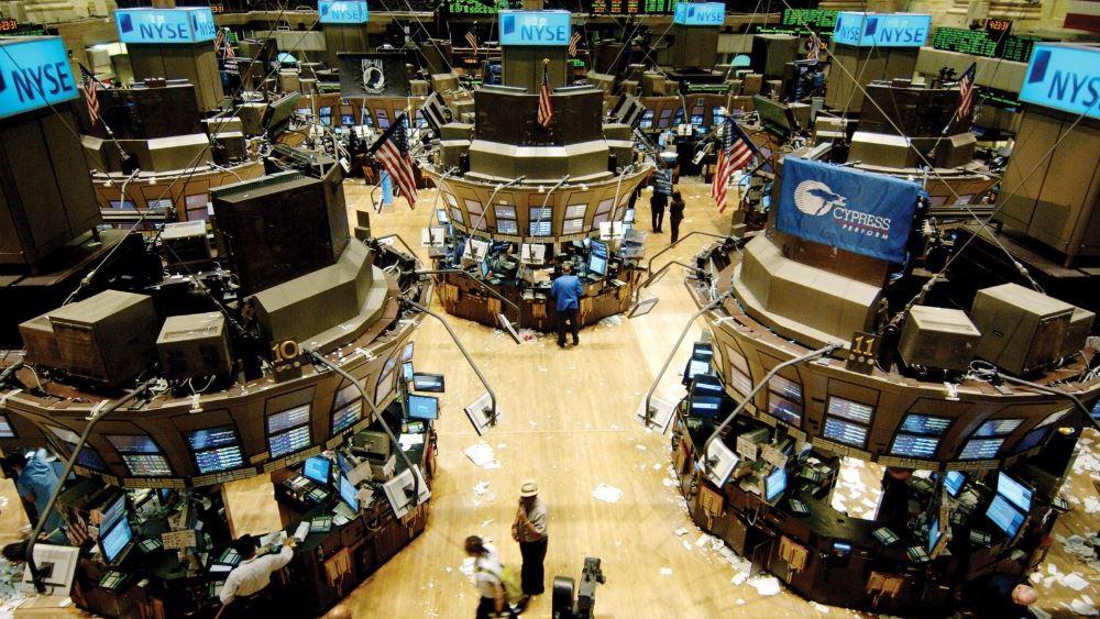 """""""Βουτιά"""" διόρθωσης στην Wall - 800 μονάδες έχασε ο Dow, στο -5% ο Nasdaq"""
