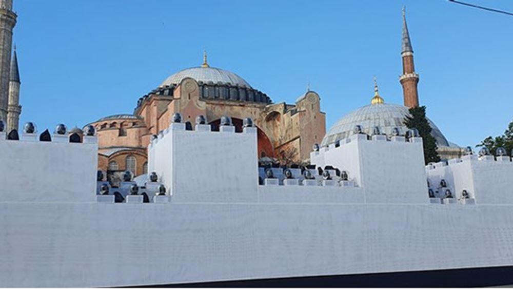 Πρόκληση: Έστησαν ψεύτικα τείχη έξω από την Αγιά Σοφιά- Για να τα γκρεμίσουν και να γιορτάσουν την Αλωση