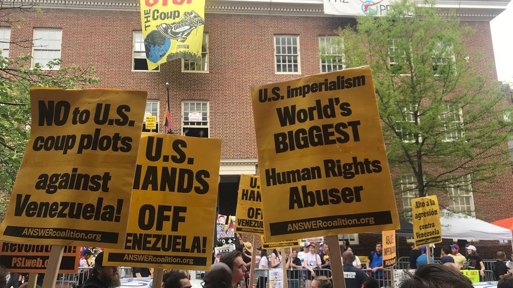 ΗΠΑ: Απομακρύνονται υποστηρικτές του Μαδούρο που έχουν καταλάβει την πρεσβεία της Βενεζουέλας