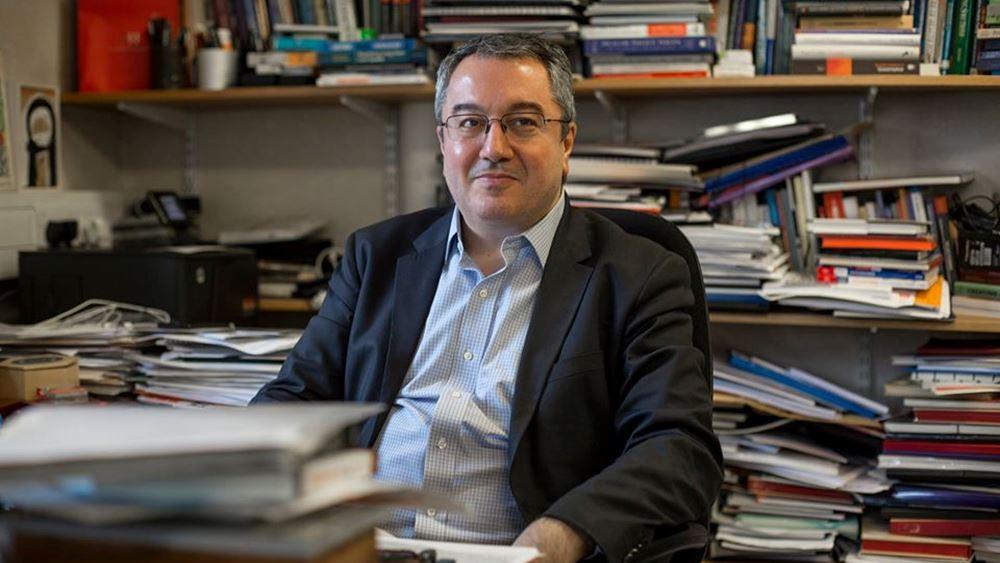 Ηλίας Μόσιαλος: Δεν θα κάνουν ακόμη οι έγκυες το εμβόλιο για τον κορονοϊό