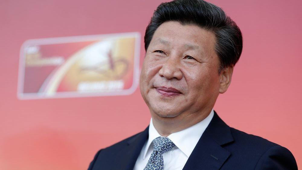 Ο Trump πανικοβάλλεται, τρέχει στην αγκαλιά του Xi