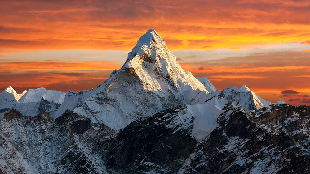 Νεπάλ: Στην κορυφή του Έβερεστ ο πρώτος Κινέζος τυφλός ορειβάτης