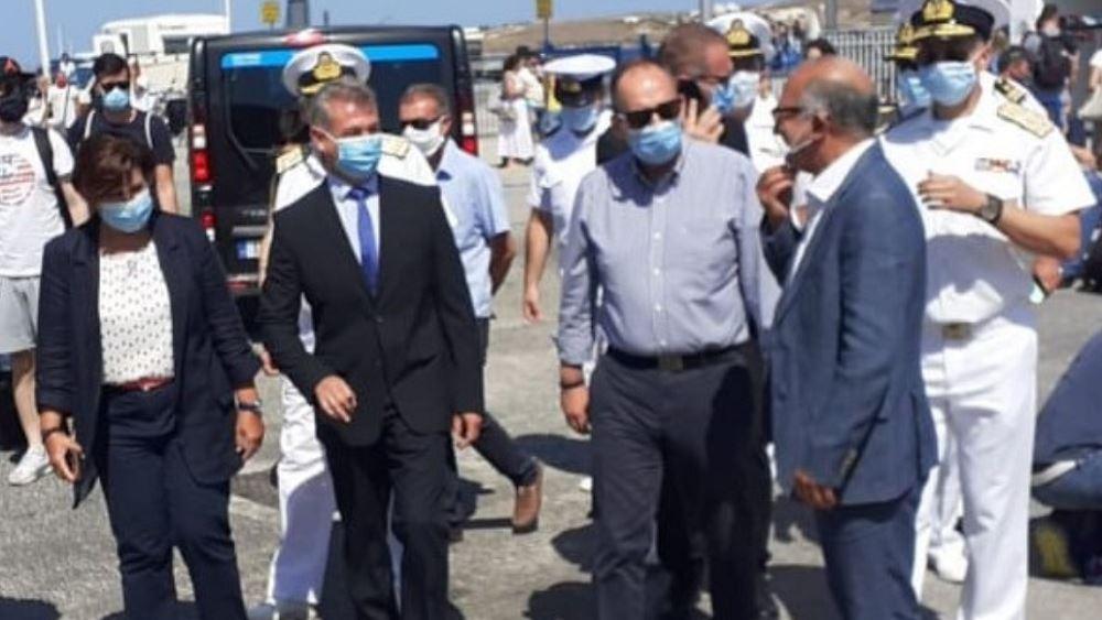 Αυστηρή τήρηση των μέτρων κατά του κορονοΪού ζήτησε από την Πάρο ο ΥΝΑΝΠ Γ. Πλακιωτάκης