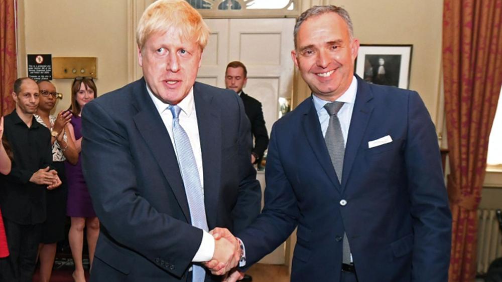 Βρετανία: Αποχωρεί τον Σεπτέμβριο ο γ.γ. της κυβέρνησης και σύμβουλος Εθνικής Ασφάλειας, που συγκρούστηκε με τον Κάμινγκς