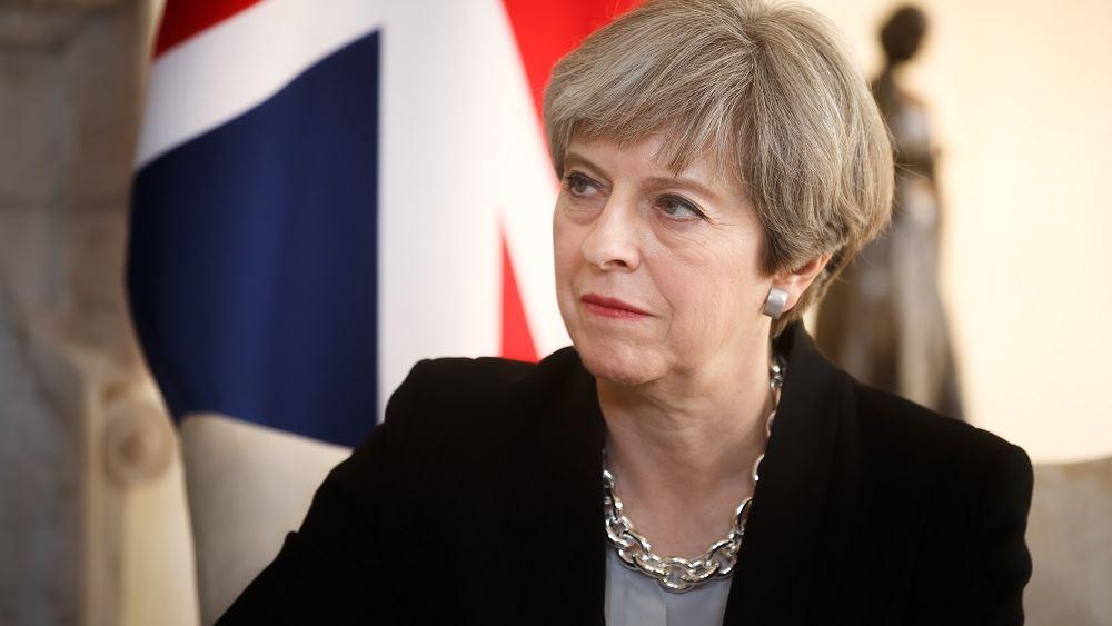 Η Μέι αναβάλλει και επισήμως την ψηφοφορία για τη συμφωνία επί του Brexit