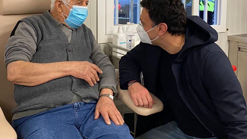 Β. Κικίλιας: Στο νοσοκομείο ΕΛΠΙΣ δίπλα στους ηλικιωμένους που εμβολιάζονται