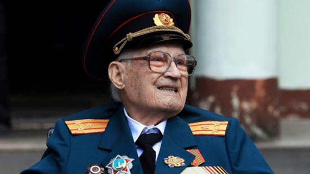 Ρωσία: Βετεράνος του Κόκκινου Στρατού του Β' Παγκόσμιου ηλικίας 102 ετών νίκησε τον Covid