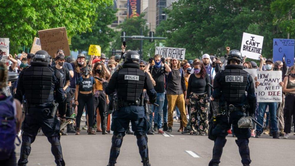 Λεηλασίες και πυροβολισμοί στο Σικάγο - Τουλάχιστον 100 συλλήψεις