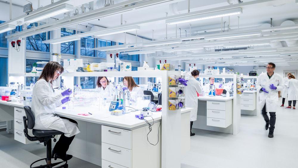 Η AstraZeneca λέει ότι υπέβαλε δεδομένα στον ΕΜΑ για αδειοδότηση του εμβολίου της