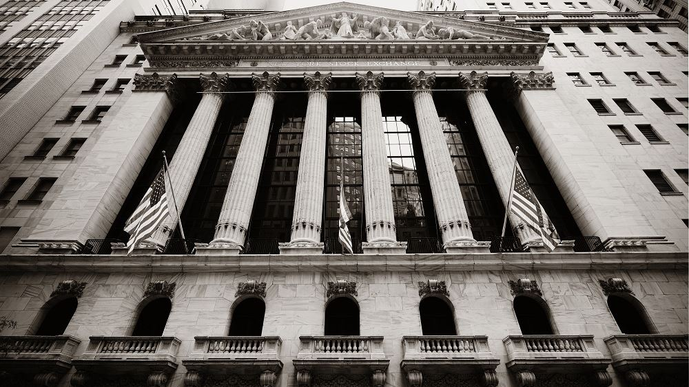 Μικρά κέρδη στη Wall Street εν αναμονή των αποφάσεων της Fed