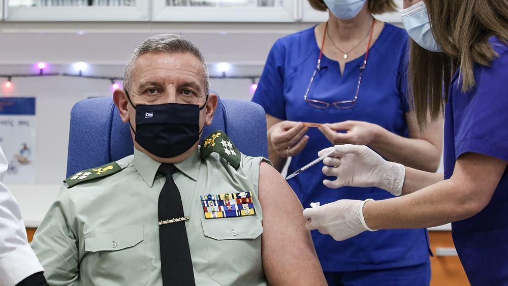 Εμβολιάσθηκε ο Αρχηγός ΓΕΕΘΑ ως συμβολικά πρώτος των Ενόπλων Δυνάμεων