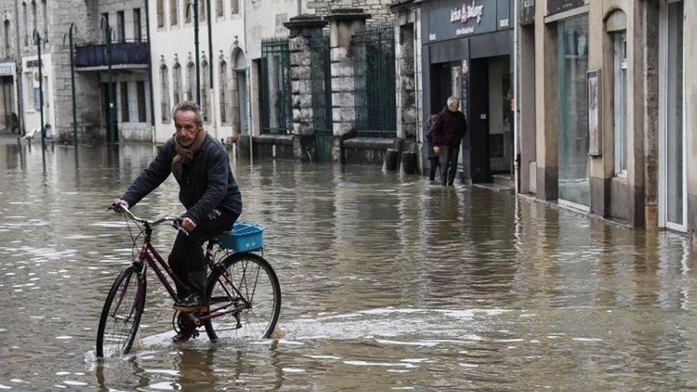 Γαλλία: Σοβαρά προβλήματα από τις σφοδρές βροχοπτώσεις