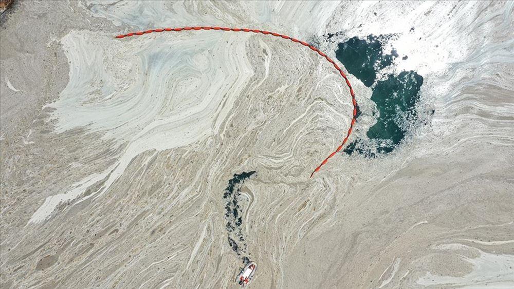 """Τουρκία: Ο υπ. Περιβάλλοντος δεσμεύτηκε να καθαρίσει την Θάλασσα του Μαρμαρά από την """"θαλάσσια βλέννα"""""""
