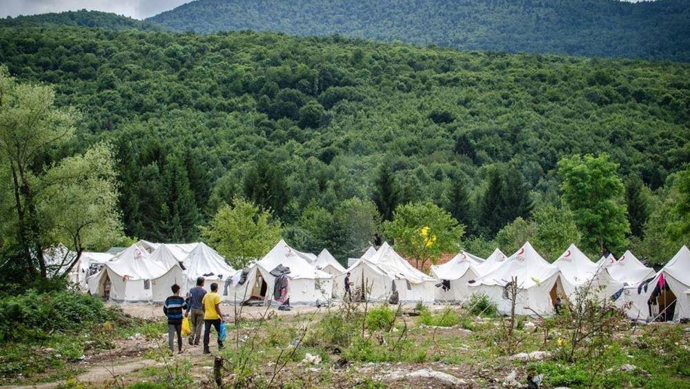 """Η ΕΕ καταγγέλλει τις """"απαράδεκτες"""" συνθήκες διαβίωσης μεταναστών στη Βοσνία"""