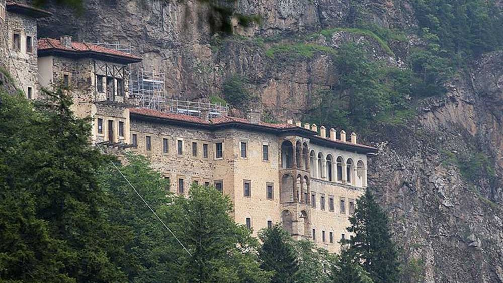 Άνοιξε ξανά η Παναγία Σουμελά: Θα γίνει ορθόδοξη λειτουργία τον Δεκαπενταύγουστο, λέει ο Ερντογάν