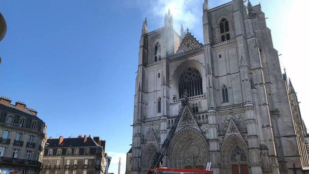 Ένας άνδρας τέθηκε υπό κράτηση για την πυρκαγιά στον καθεδρικό της Νάντης