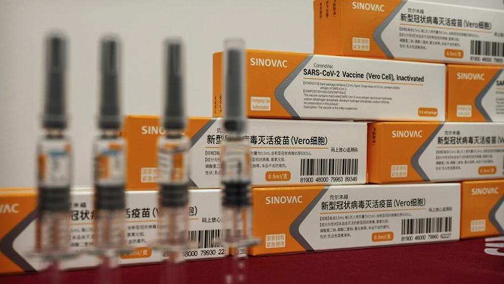 Χαμηλή η αποτελεσματικότητα των κινεζικών εμβολίων, παραδέχθηκε ο επικεφαλής του ΚΕΕΛΠΝΟ της Κίνας, πριν ανακαλέσει