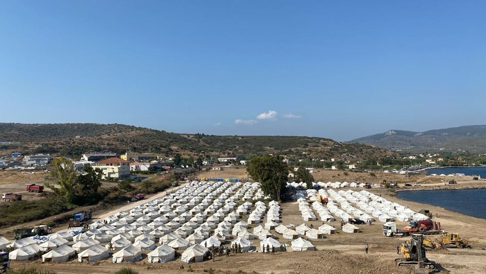Περίπου  2.000  πρόσφυγες μπήκαν από το πρωί στη νέα δομή του Καρά Τεπέ