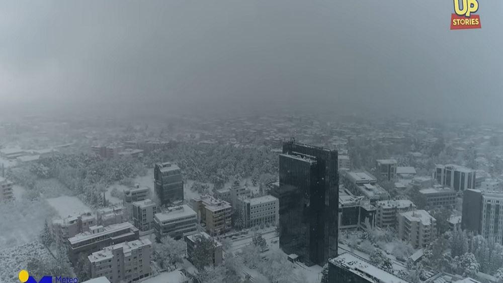 Μήδεια: Η πυκνή χιονόπτωση στην Αττική από drone