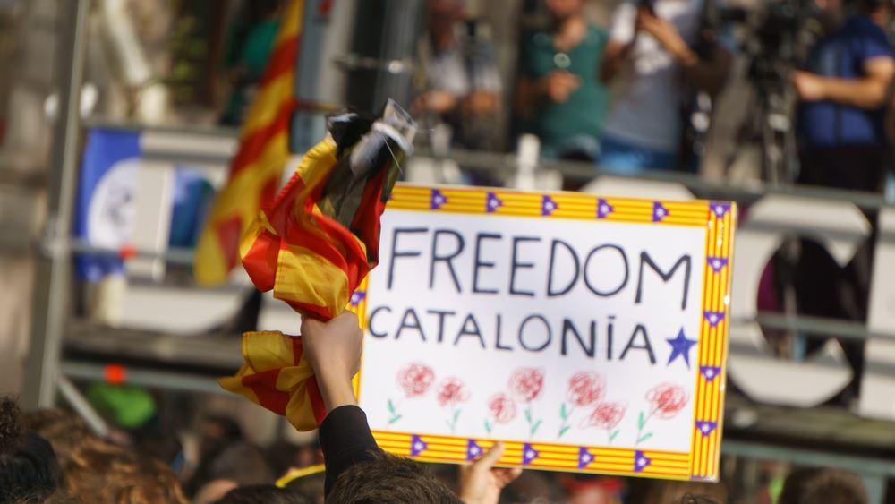 Καταλονία: 200.000 συμμετείχαν στις διαδηλώσεις ενάντια στη σύλληψη δύο αυτονομιστών ηγετών