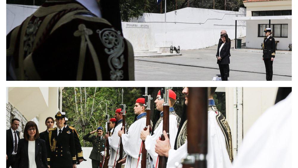 Η ΠτΔ Κ.Σακελλαροπούλου επισκέφθηκε την Προεδρική Φρουρά, ανήμερα του Αγ. Γεωργίου, προστάτη του Στρατού Ξηράς