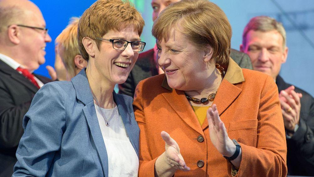 Μέρκελ:  Θα συνεχίσω να συνεργάζομαι στενά με την Καρενμπάουερ