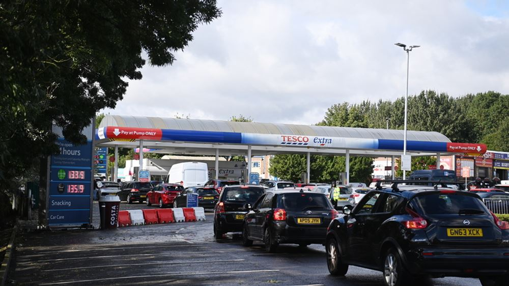 Βρετανία - Σοκ στην αγορά καυσίμων: Ουρές και πρατήρια χωρίς καύσιμα στο Λονδίνο, παρά τη σχετική αποκλιμάκωση