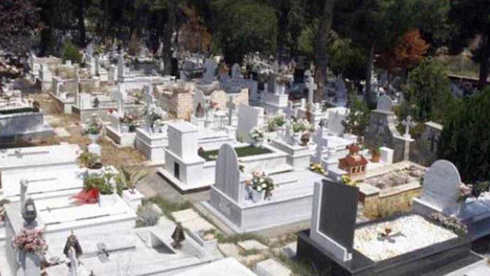 Άρση της απαγόρευσης των επισκέψεων στα νεκροταφεία για 8 ημέρες