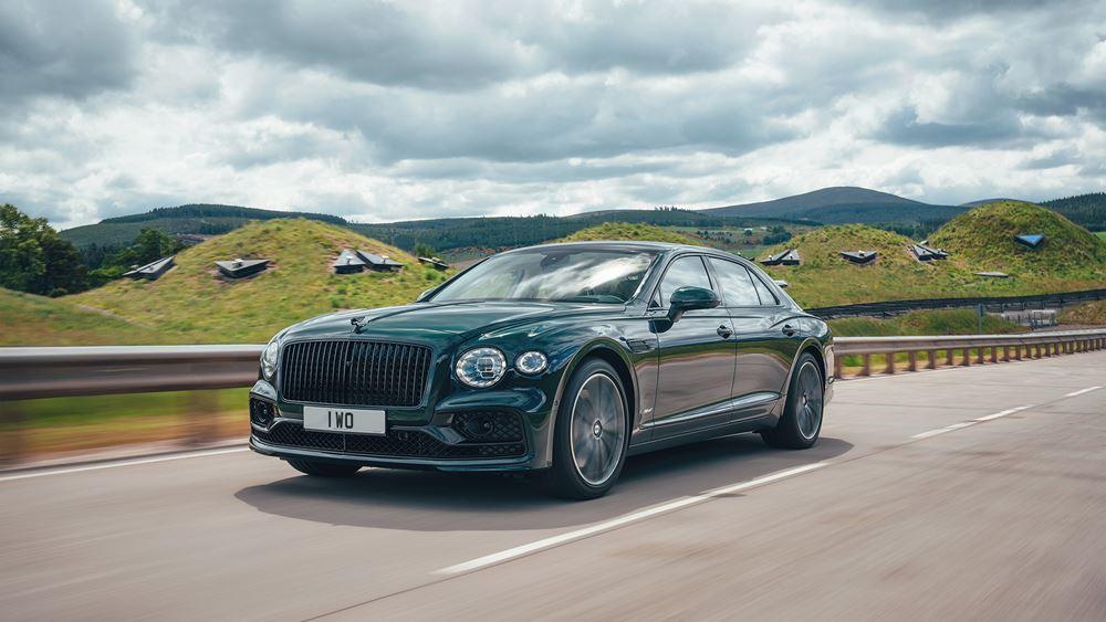 Πρεμιέρα για τη νέα Bentley Flying Spur Hybrid