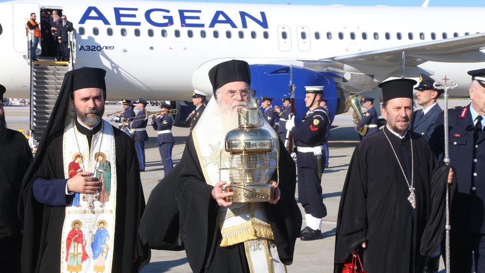 Στην Αθήνα το Άγιο Φως - Λιτή τελετή υποδοχής