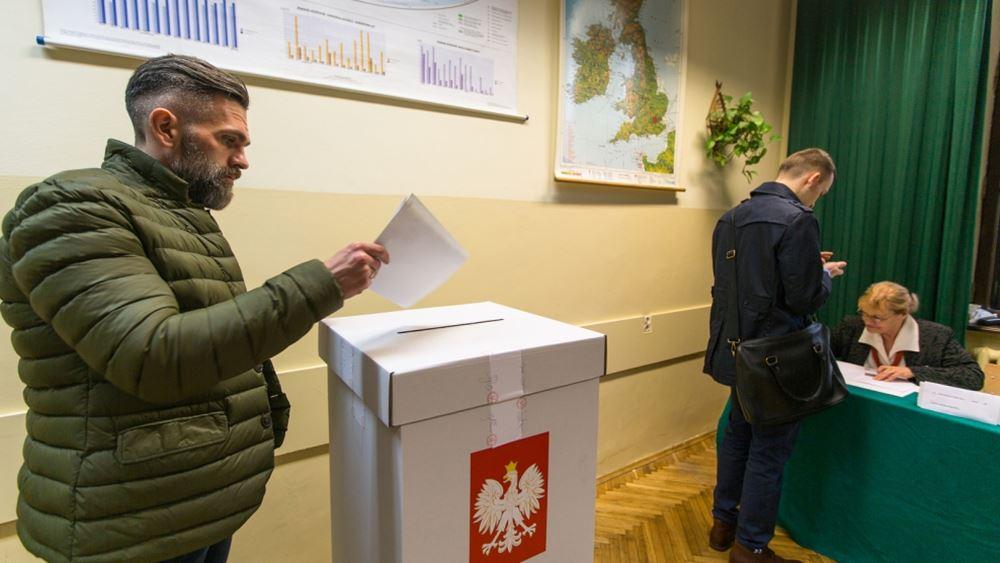 """Πολωνία: Το συντηρητικό δεξιό PiS κέρδισε νέα τετραετία, αλλά πιθανόν """"χάνει"""" τη Γερουσία"""