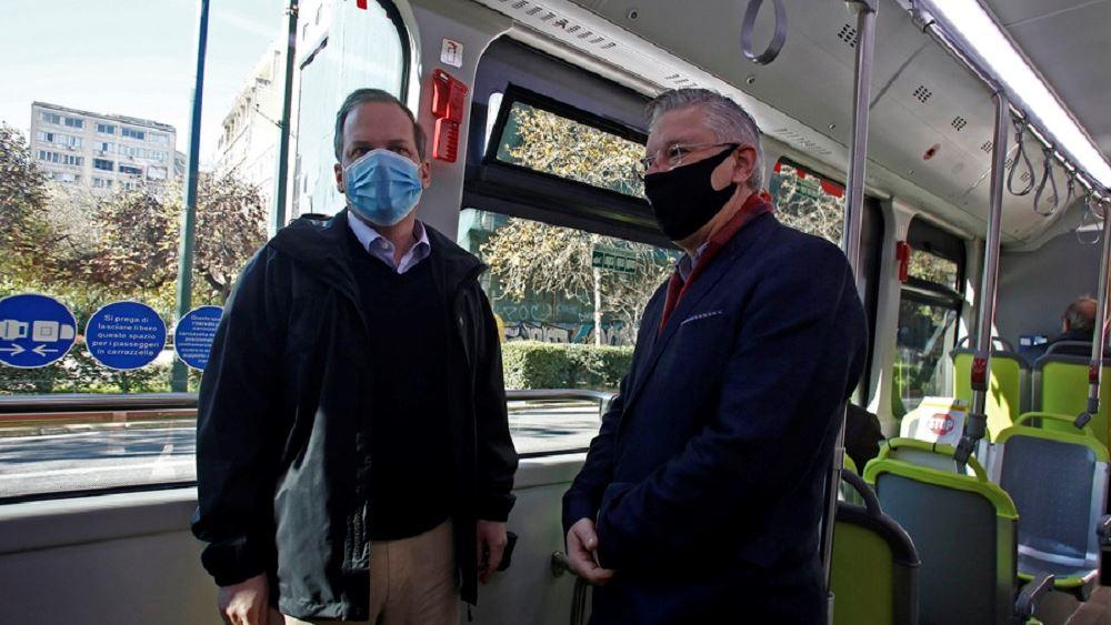 Δοκιμαστική διαδρομή με ηλεκτρικό λεωφορείο πραγματοποίησε ο Κώστας Καραμανλής