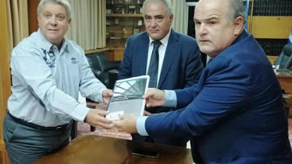 O πρόεδρος της ΓΣΕΒΕΕ παρέδωσε το επιχειρησιακό σχέδιο του Demokritos Growth Hub