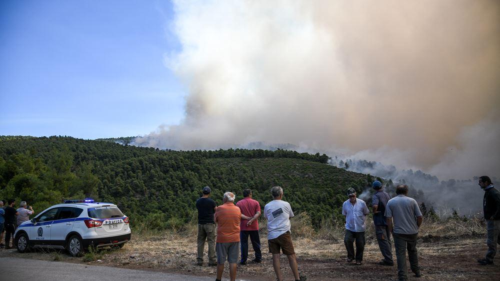 Σε ασφαλές σημείο στα Ψαχνά μεταφέρθηκαν οι 300 κάτοικοι από τα χωριά Μακρυμάλλη και Κοντοδεσπότι